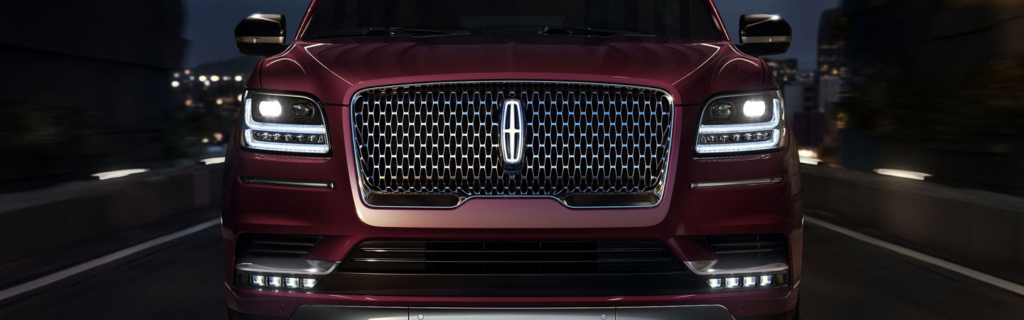 Front grille of the 2019 Lincoln Navigator at Coccia Lincoln