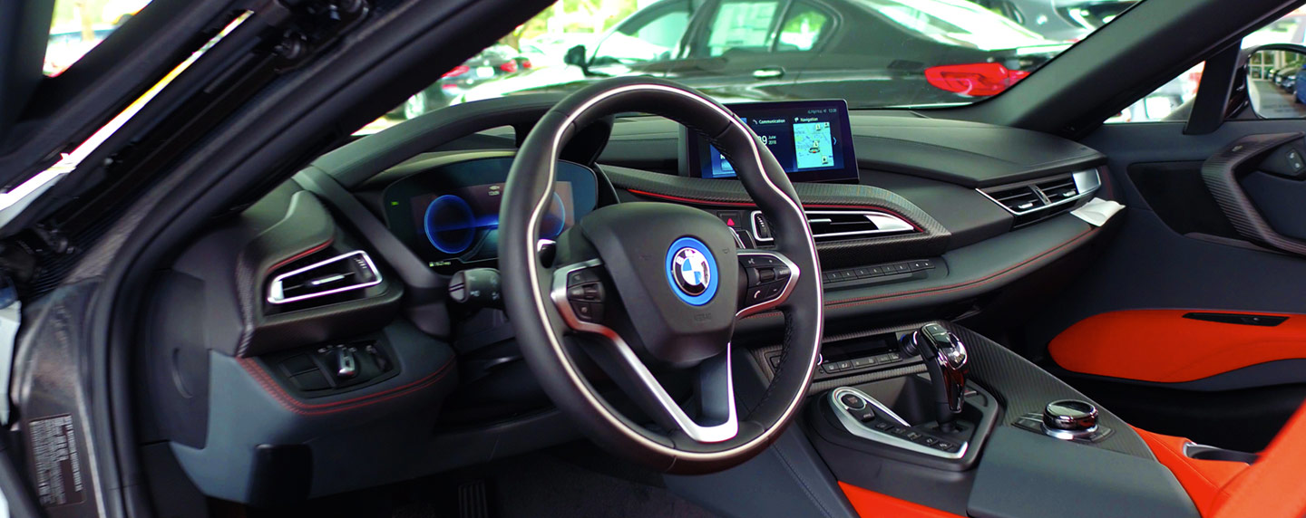 Steering wheel of the 2019 BMW i8