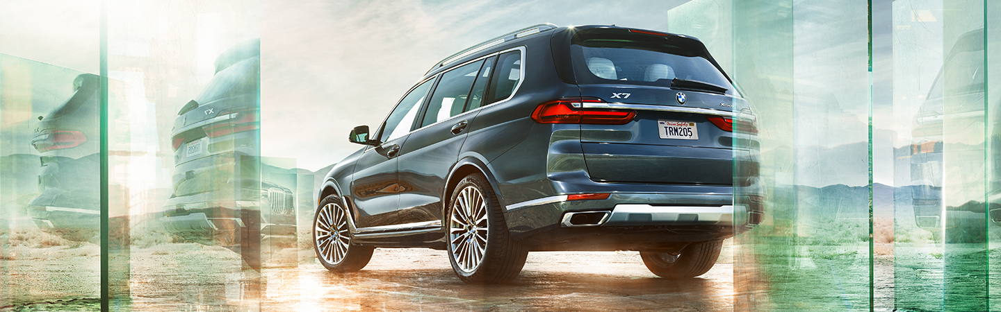 Rear view of the 2020 BMW X7 exterior