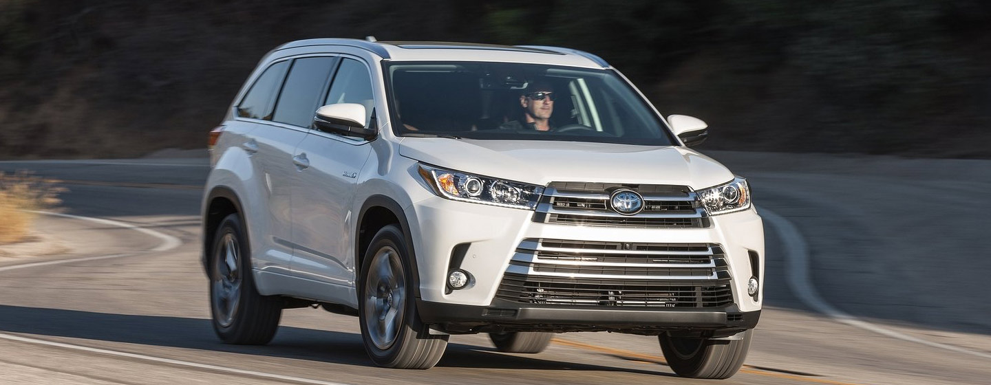 2019 Highlander front view driving
