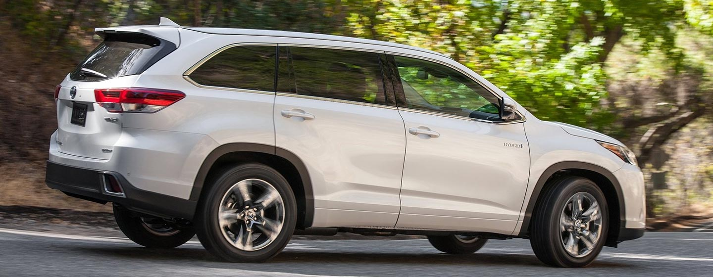 2019 Highlander side view driving