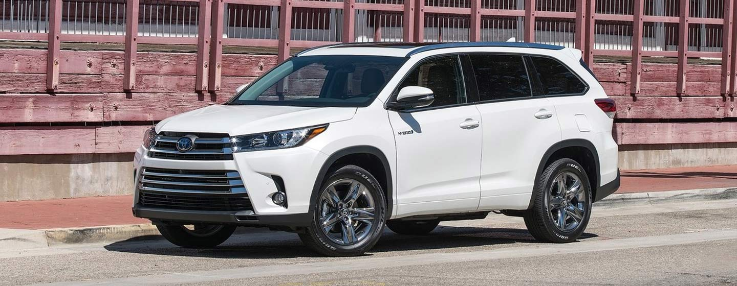 2019 Highlander front view parked