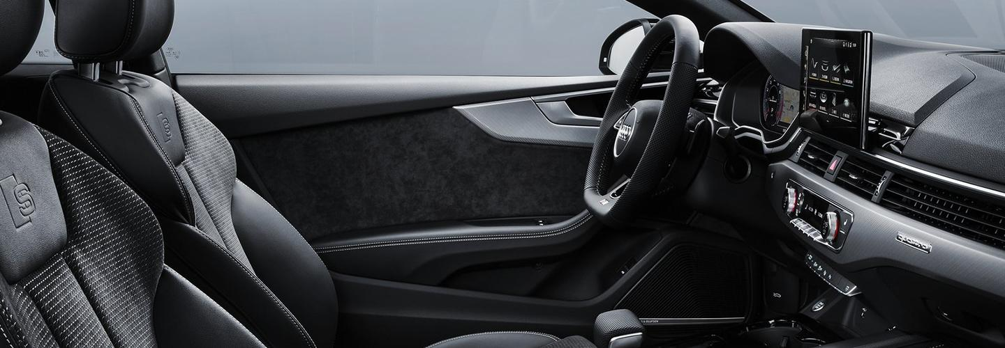 Interior steering wheel and infotainment system of the 2020 A5