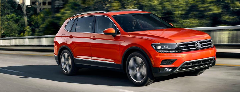 2019 Volkswagen Tiguan - Orange - Driving on the road