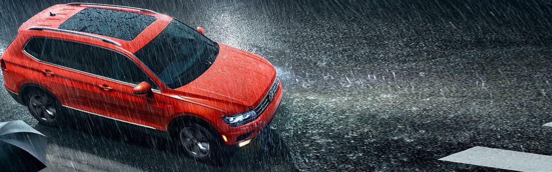 2019 Volkswagen TIguan - Orange - Moonroof - Driving in the rain