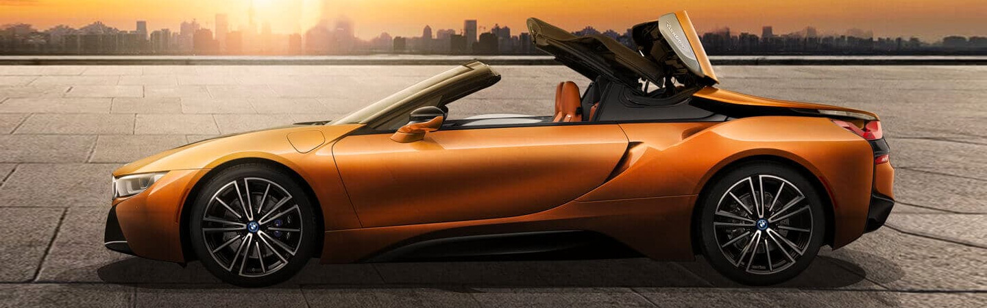 Side profile image of the 2019 BMW i8