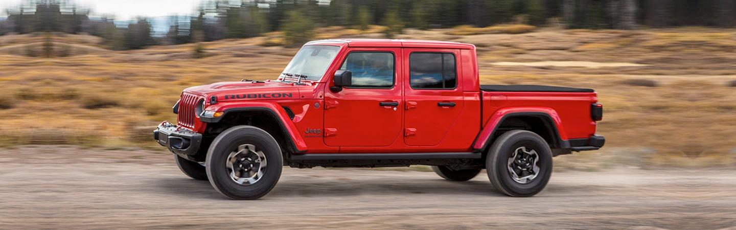 Side view of the 2020 Jeep Gladiator in motion