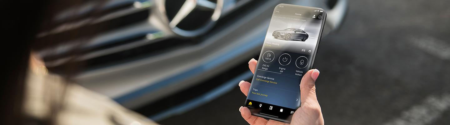 Person using the Mercedes me connect app
