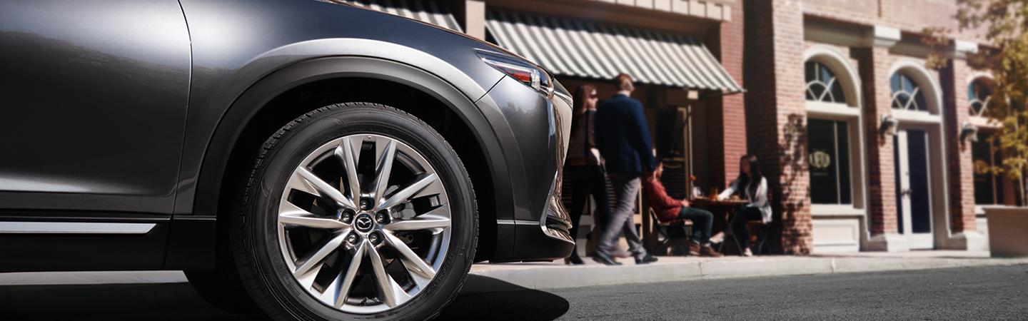 Close up of the front right wheel of the 2019 Mazda CX-9