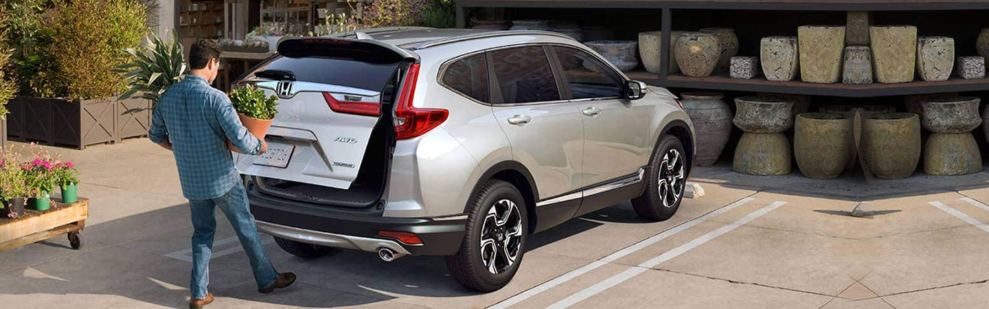 Rear of the 2019 Honda CR-V's trunk opening