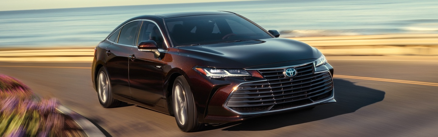 2020 Toyota Avalon turning on a road