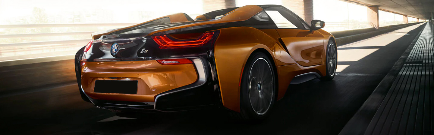 The 2019 BMW i8 in motion