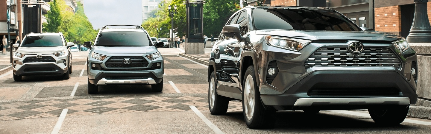 2020 Toyota RAV4 vehicles driving on a city street
