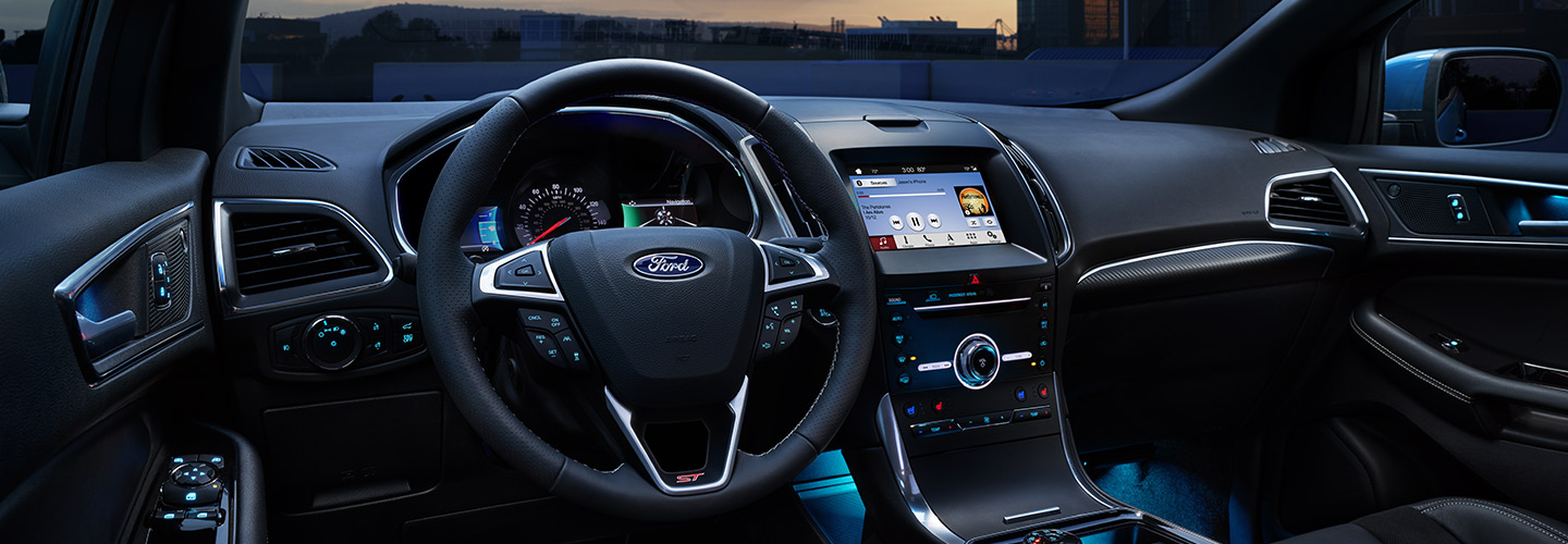 Safety and Entertainment interior of the 2019 Ford Edge in Wilkes-Barre, PA