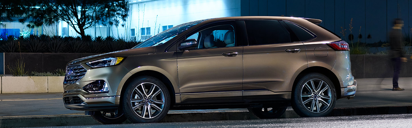 Side profile of the 2019 Ford Edge available at Coccia Ford