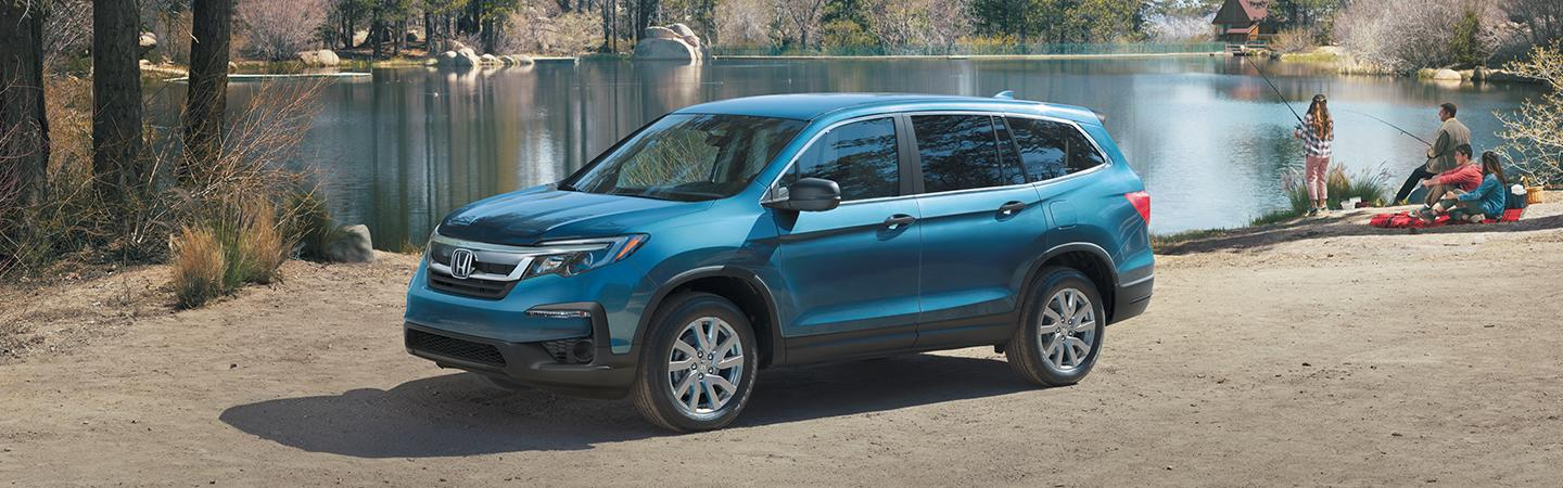 Side view of the 2020 Honda Pilot parked next to a lake