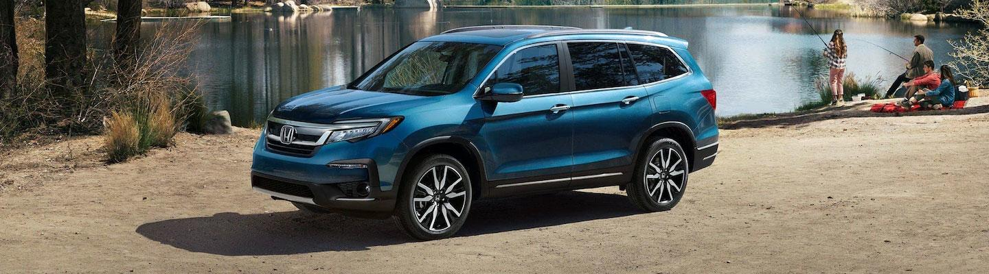 side view of the 2020 Honda Pilot parked near a lake