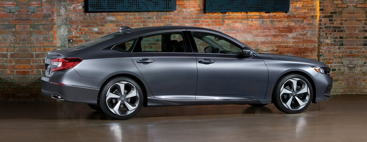 2019 Honda Accord passenger side view parked.