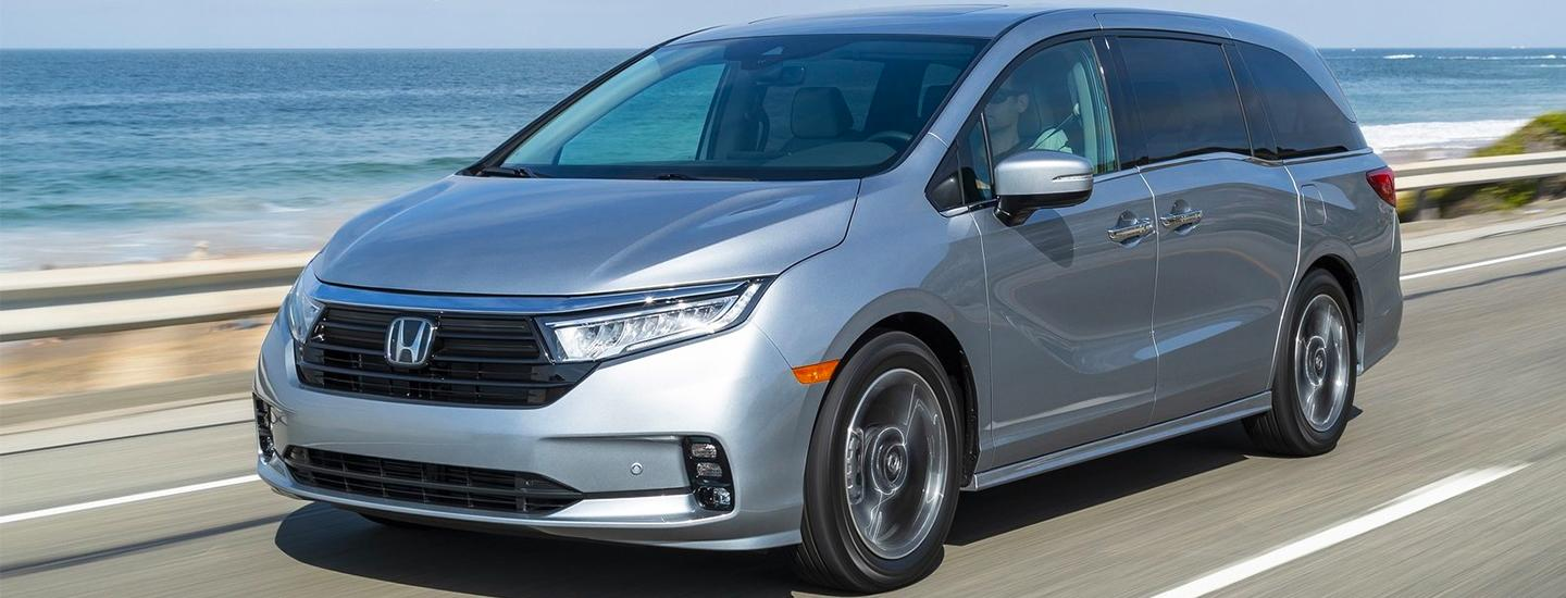 Side view of 2021 Honda Odyssey in motion