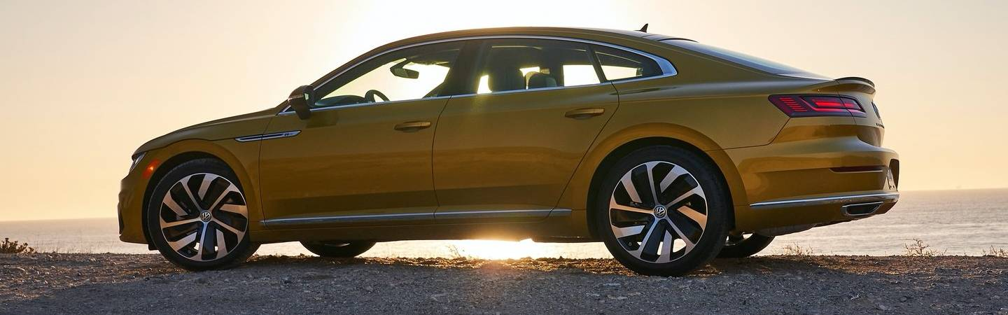 Side view of the 2019 Volkswagen Arteon in the shade