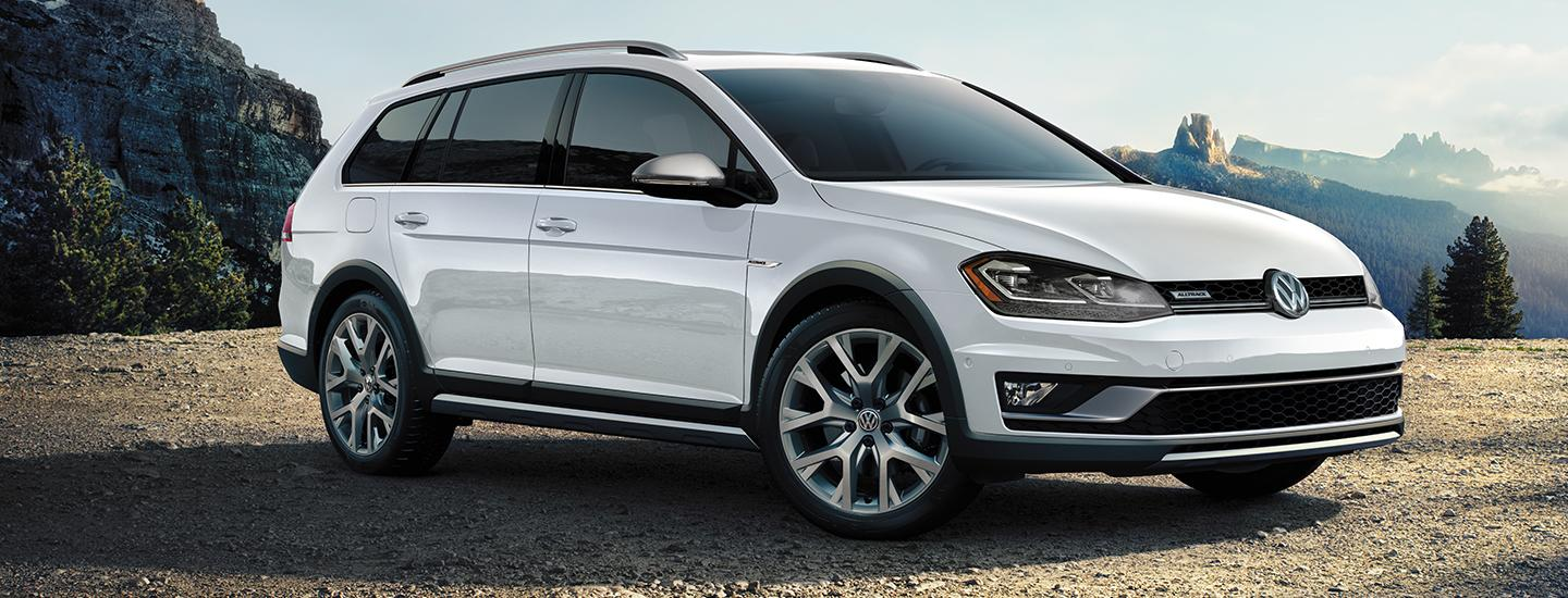 Side view of the 2019 Volkswagen Golf parked outside