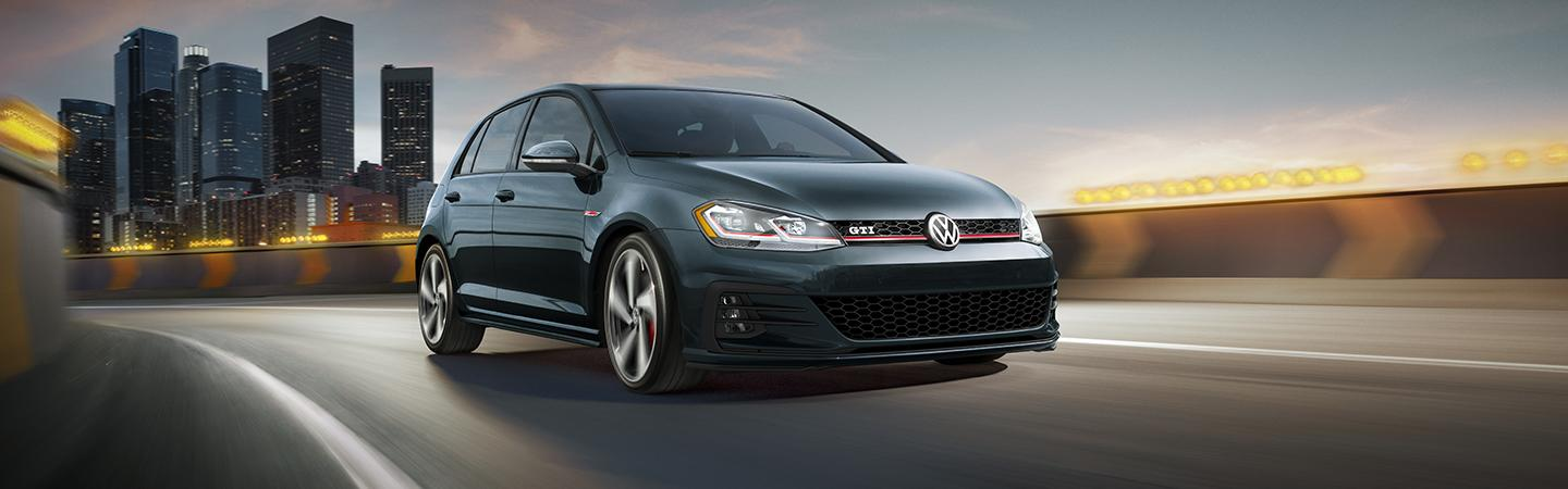 Front view of the 2019 Volkswagen Golf in motion