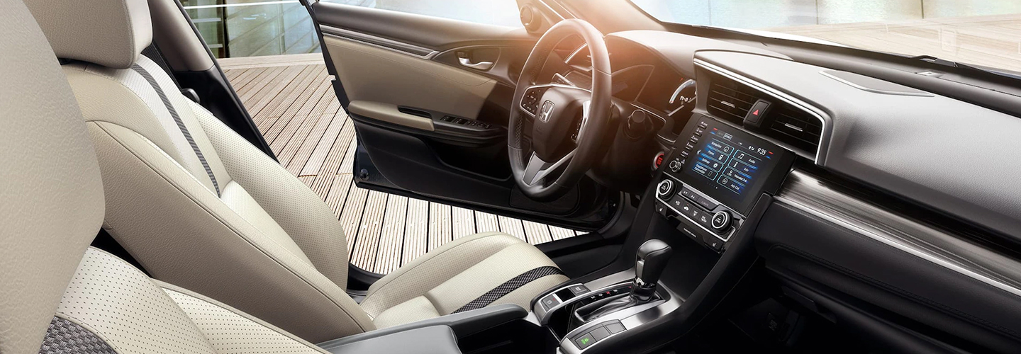 Steering wheel and entertainment console of the 2021 Honda Civic