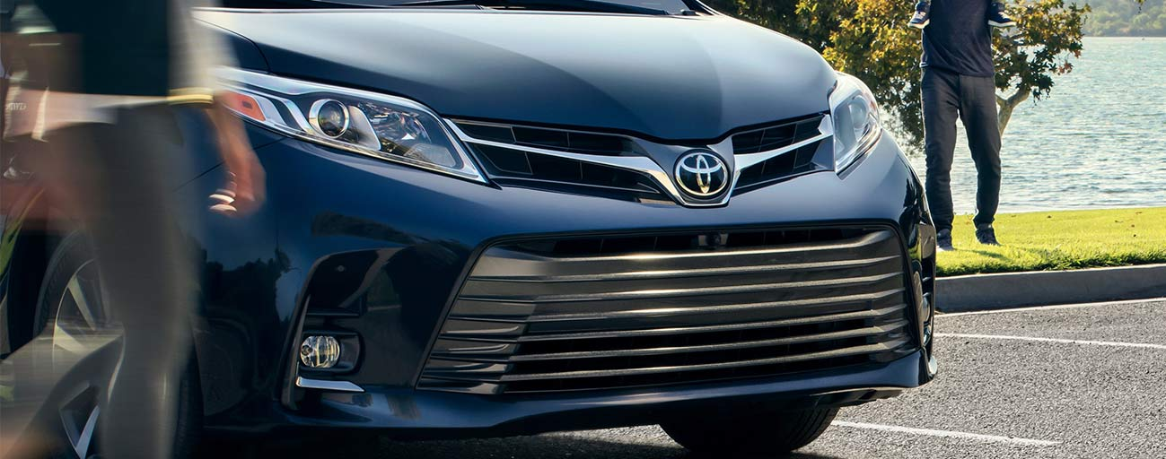 2019 Toyota Sienna front view grill parked